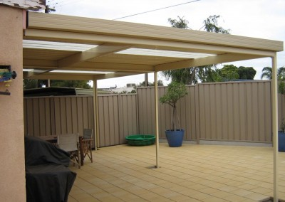 Smooth Cream flat roof verandah with Merino Bluescope Steel Good Neighbour fencing Merino